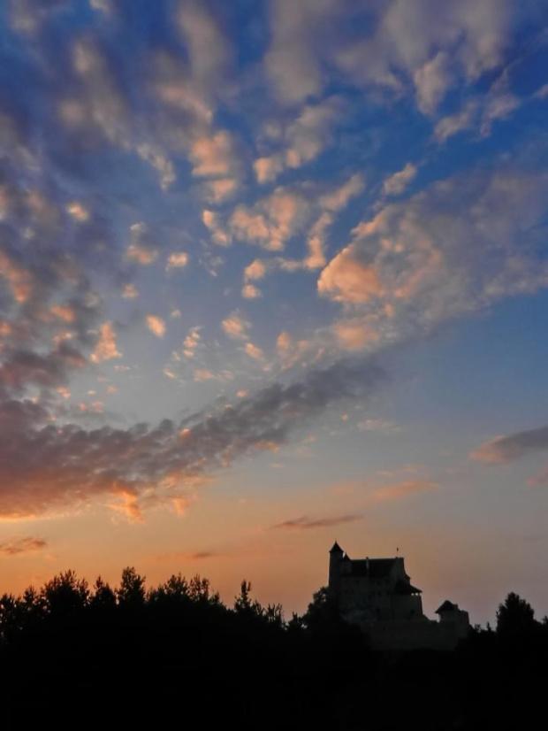 Pod bobolickim niebem... zamek na wzgórzu #zamek #Jura #OrleGniazdo #OrleGniazda #NiskieSłońce