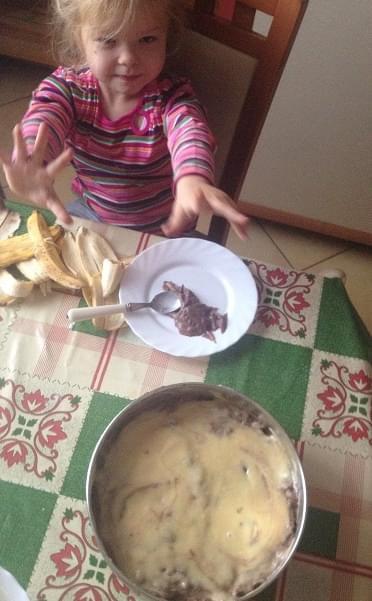 ciasto z budyneim i bananami