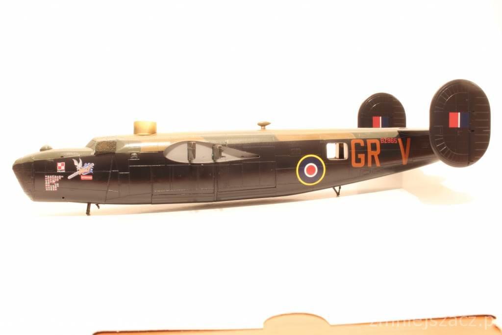 Liberator MK.VI - Hasegawa B-24J 1/72 8cf924f7ac7bbe70
