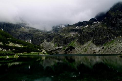 Czarna Dolina Gąsienicowa , a za chmurami Orla Perć. Tatry Wysokie