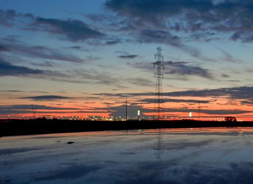 Światła żegnające dzień #zachód #Kujawy #energetyka #miasto